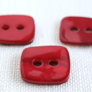 四角い貝ボタン 赤