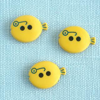 <img class='new_mark_img1' src='https://img.shop-pro.jp/img/new/icons12.gif' style='border:none;display:inline;margin:0px;padding:0px;width:auto;' />メガネの魚のボタン 15mm 黄色 フランス製