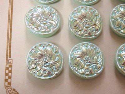 ウランガラスのボタン【J】・約13mm