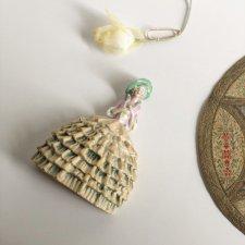 レディな陶器の人形