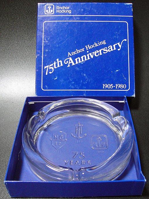 ★80'sアンカーホッキング創業75周年記念ガラス灰皿未使用箱付1905-1980年記念