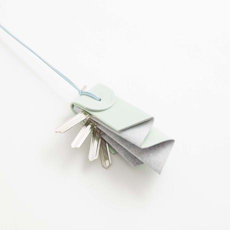 irose (イロセ) aurora key holder mint 取り出しやすく収納されている