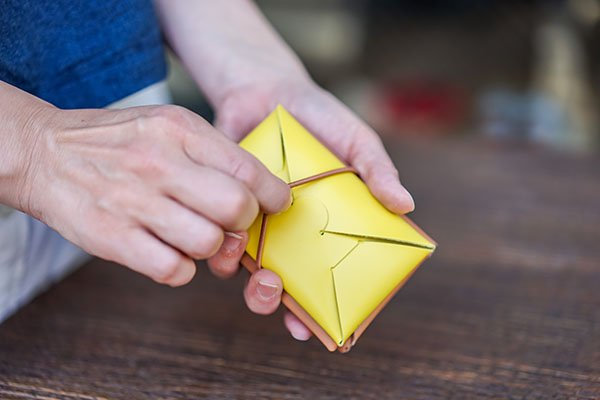 irose イロセ seamless mini wallet black カードケースをプラスして収納力アップ