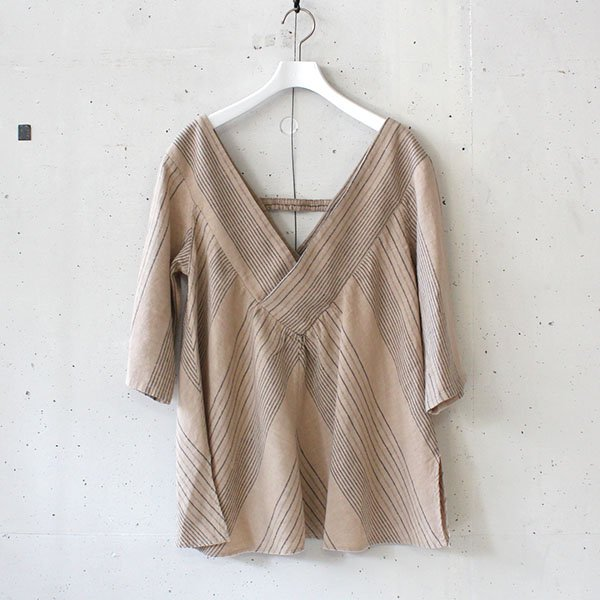 R JUBILEE(アール ジュビリー) Stripe V-neck Pullover Beige<img class='new_mark_img2' src='https://img.shop-pro.jp/img/new/icons37.gif' style='border:none;display:inline;margin:0px;padding:0px;width:auto;' />