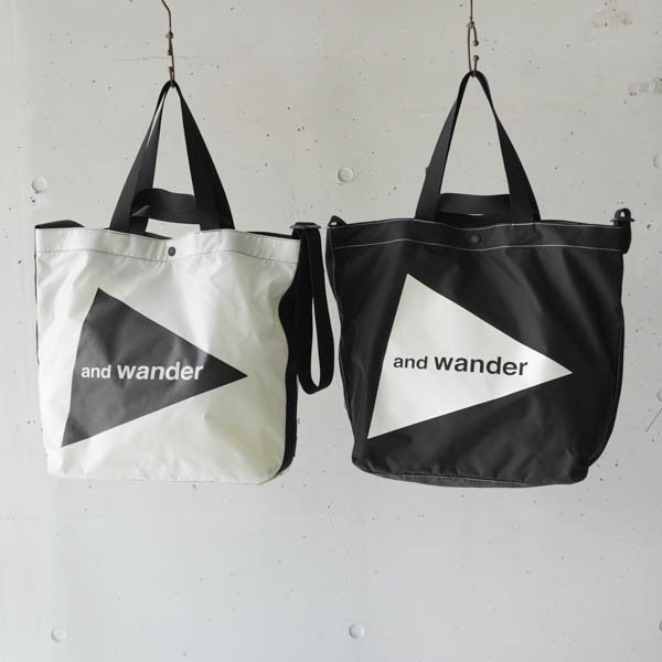 and wander(アンドワンダー) CORDURA  logo tote bag large<img class='new_mark_img2' src='https://img.shop-pro.jp/img/new/icons4.gif' style='border:none;display:inline;margin:0px;padding:0px;width:auto;' />