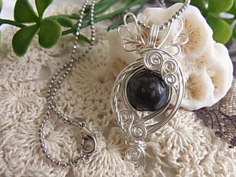 ケセラストーン 天使のネックレス ワイヤーアクセサリー