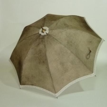 茶色のグラデーションにグレーの縁飾りレース イタリアリネン カーボン製ストレッチ式日傘