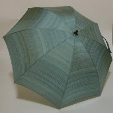淡いグリーン系の本場大島紬  シルバーストレッチ式日傘 共布傘袋付