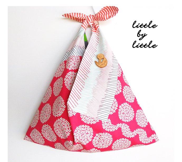 東京のヒノキのブローチ付きバック ひろげてサンカク たたんでシカクバ 『自分らしく花咲かせよう』  nikomokuプロジェクト