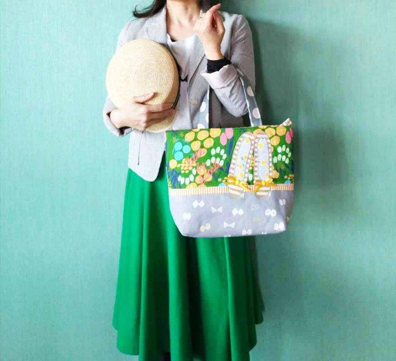 街に映えるグリーンの花柄 自分らしく歩き出せるバッグ  miniトート