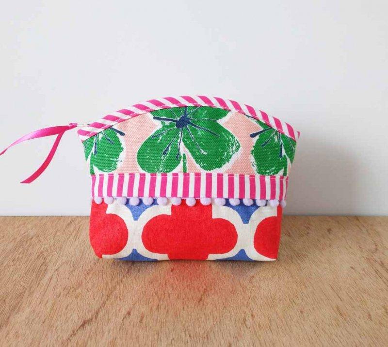 再販 バッグの中のHAPPY--日々を彩る 絵本をめくるように楽しい手のひらサイズのポーチ ティッシュケース付き