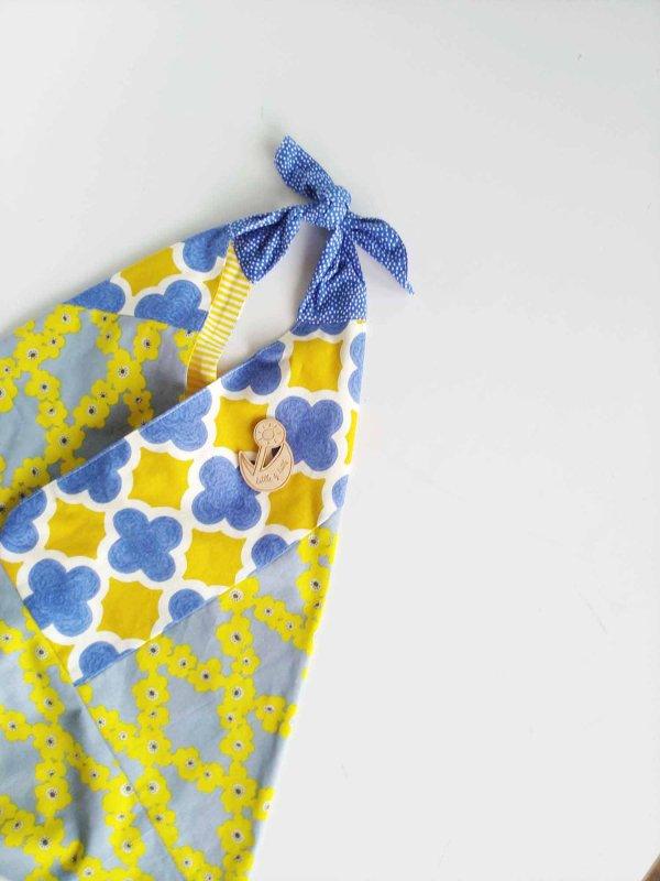 カラーを愛する黄色と青 マスク姿だってカワイクいこう ひろげて さんかく たたんで しかく 『自分らしく花を咲かせよう』 nikomoku東京のヒノキのブローチ