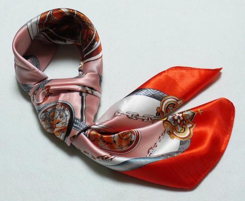 華麗な高級シルク調スカーフ  90角正方形大判レディース スカーフ 贈り物 ギフト人気な花柄 スカーフ