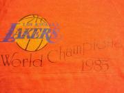 U.S.A. 1985's オールド プリント スウェットシャツ ロサンゼルス・レイカーズ 【 色: 赤茶 】 size: S