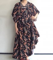 1970's British Flower Print Long Dress Black ×Orange<img class='new_mark_img2' src='https://img.shop-pro.jp/img/new/icons3.gif' style='border:none;display:inline;margin:0px;padding:0px;width:auto;' />
