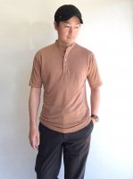germanhenley linenjersy polo cinnamon/DjangoAtour<img class='new_mark_img2' src='https://img.shop-pro.jp/img/new/icons3.gif' style='border:none;display:inline;margin:0px;padding:0px;width:auto;' />