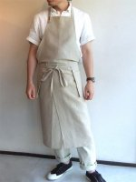 真鍮ボタンのリネンエプロン ミディアム丈(ecru) 男女共用フリーサイズ/スカンクとアルマジロ(handmade)