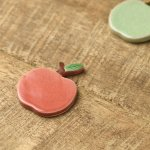 【メール便対応】土作りの箸置き りんご 赤リンゴ[美濃焼]
