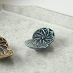 【メール便対応】ボタニカル・モチーフ 箸置き ネイビー[美濃焼]