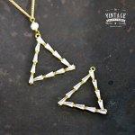 【高品質ヴィンテージ風パーツ】ストーンフレームチャーム トライアングル《真鍮色×クリア》[空枠,三角,三角形,チャーム]