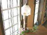 ◎△お急ぎ便不可△ ガラスランプシェード付 木製テーブルランプスタンド イギリスアンティーク照明(ライト)