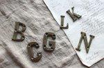 ◎△お急ぎ便不可△ フランスアンティーク 真鍮アルファベット K L ブラス