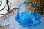 ◎△お急ぎ便不可△ ブルーのガラスがとても美しいガラスのバスケット イギリスアンティーク雑貨