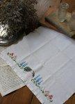◎△お急ぎ便不可△ お花と女の子の刺繍が可愛いティータオル イギリスアンティーク生地(ファブリック)