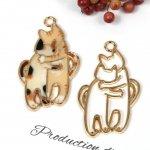 ◎【空枠】抱き付きにゃんこ《きれいめゴールド》[猫,ねこ,cat,ネコ,ニャンコ,動物,animal,ハグ,仲良し,フレーム,レジン枠,手芸]