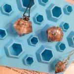ブルートパーズ・2サイズ作れちゃう少しちっちゃめダイヤモンド型 ※アイスレジン対応※(UVレジンは× ◇