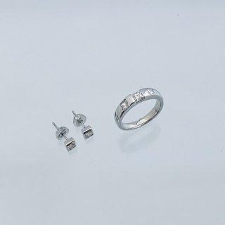 クオードリリオンカット(プリンセスカット)のダイヤモンドリングとピアス