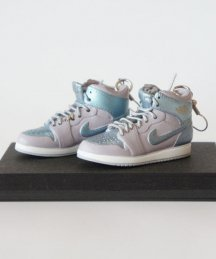 Mini Sneaker earrings