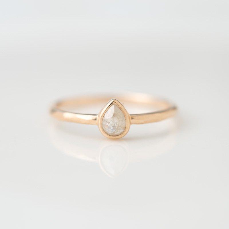 【1点もの】ティアドロップ ナチュラルダイヤモンド  K10YG リング