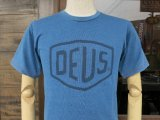 Deus Ex Machina デウス エクス マキナ  DMS71892A 『 SHIELD INDIGO TEE 』T-SHIRT Tシャツ 半袖 LIGHT BLUE