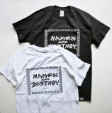 <img class='new_mark_img1' src='https://img.shop-pro.jp/img/new/icons50.gif' style='border:none;display:inline;margin:0px;padding:0px;width:auto;' />RAMEN & DESTROY ラーメン & デストロイ S/S T-SHIRT Tシャツ 半袖 BLKボディ×WHTプリント