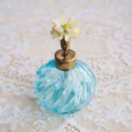 白いお花のパフュームボトル 香水瓶