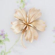 【カナダ発送】Trifari トリファリ ゴールドトーン フラワー お花のブローチ / ヴィンテージジュエリー アクセサリー