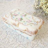 お花模様のミルクガラスのジュエリーボックス ケース 宝石箱 薔薇 / アンティーク・ヴィンテージ雑貨