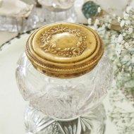 ゴールドトーンのお花模様の蓋付 ガラスのパウダージャー / アンティーク・ヴィンテージ雑貨