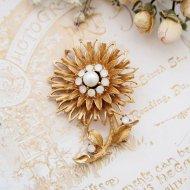 ゴールドトーン ホワイトオパールラインストーン お花のブローチ  / ヴィンテージジュエリー アクセサリー