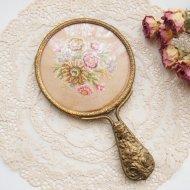 ゴールドトーン お花の刺繍 手鏡 ミラー / アンティーク・ヴィンテージ雑貨