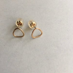 【source:Melissa Joy Manning】Triangle Post Earrings