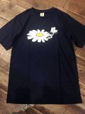 <img class='new_mark_img1' src='https://img.shop-pro.jp/img/new/icons5.gif' style='border:none;display:inline;margin:0px;padding:0px;width:auto;' />Import『Flower Rec』Art T-shirt(Navy)
