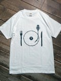 <img class='new_mark_img1' src='https://img.shop-pro.jp/img/new/icons5.gif' style='border:none;display:inline;margin:0px;padding:0px;width:auto;' />Import『lunch Rec』Art T-shirt(White)