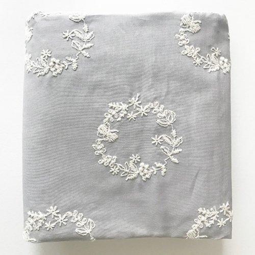 リース刺繍の綿ローン_グレー(50cm)
