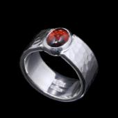 【龍頭】<br>丸鎚目リング 幅8mm<br />ガーネット<br />- メンズ 指輪 リング -