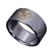【龍頭】<br>岩石菊平打ちリング 菊:K18 <br />- メンズ 指輪 リング -