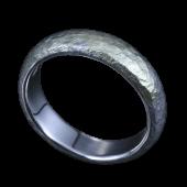 【龍頭】<br>甲丸岩石丸鎚目リング 幅5mm<br />シルバー×K18<br />- メンズ 指輪 リング -