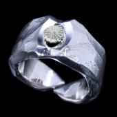 【龍頭】<br>岩石矢尻菊紋リング<br />- メンズ 指輪 リング -