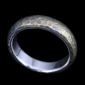 【龍頭】<br>甲丸岩石丸鎚目リング 幅5mm<br />燻し仕上げ シルバー×K18<br />- メンズ 指輪 リング -